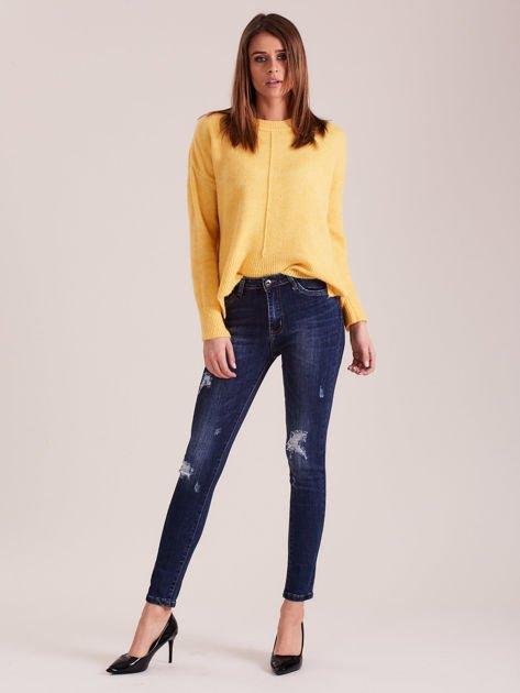 Ciemnoniebieskie dopasowane jeansy damskie                              zdj.                              4