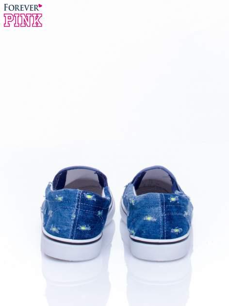 Ciemnoniebieskie jeansowe buty slip on z przetarciami                                  zdj.                                  4