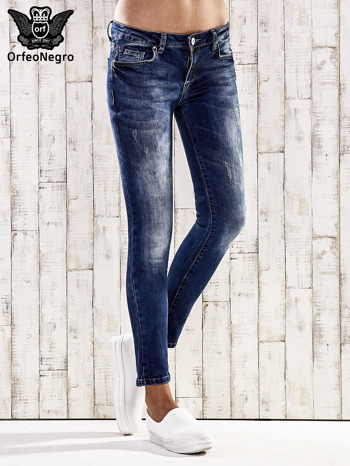 Ciemnoniebieskie jeansy rurki z przetarciami                                  zdj.                                  1