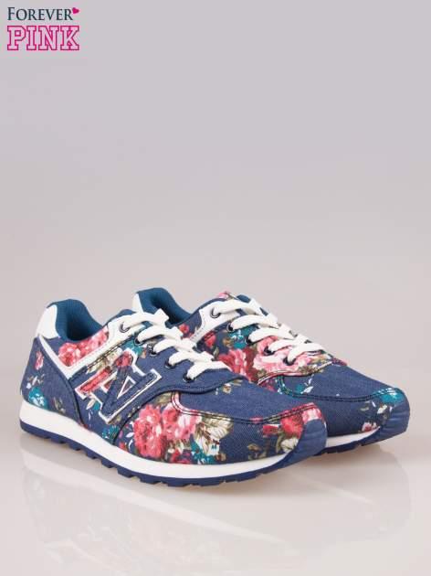 Ciemnoniebieskie kwiatowe buty sportowe w stylu casual                                  zdj.                                  2