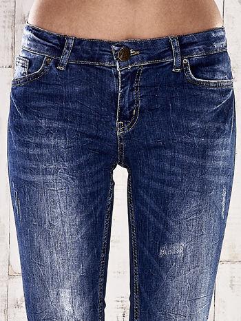 Ciemnoniebieskie marmurkowe spodnie skinny jeans                                  zdj.                                  4