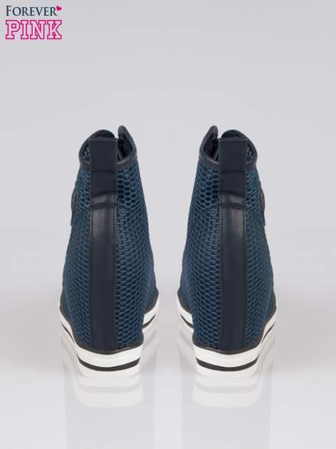 Ciemnoniebieskie siateczkowe sneakersy damskie                                  zdj.                                  3