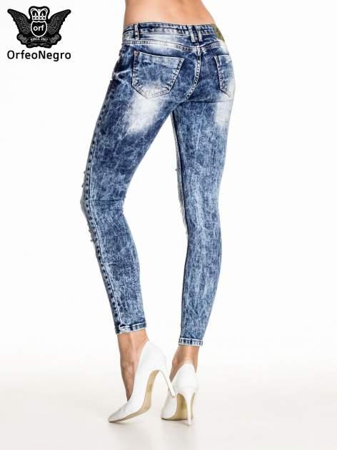 Ciemnoniebieskie spodnie acid wash ripped jeans                                  zdj.                                  4