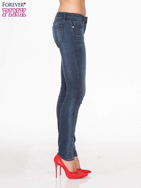 Ciemnoniebieskie spodnie jeansowe rurki z cieniowaniem                                  zdj.                                  3