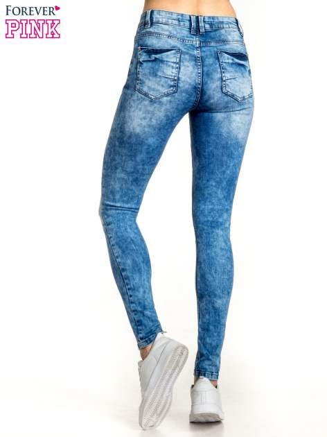 Ciemnoniebieskie spodnie jeansowe skinny z lekkim dekatyzowaniem                                  zdj.                                  3