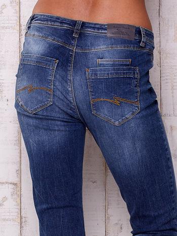 Ciemnoniebieskie spodnie regular jeans                                  zdj.                                  5