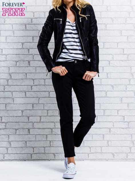 Ciemnoniebieskie spodnie regular jeans z plecionym paskiem                                  zdj.                                  4