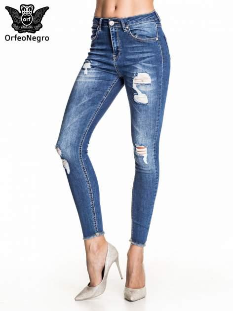 Ciemnoniebieskie spodnie skinny jeans z poszarpaną nogawką i dziurami                                  zdj.                                  1