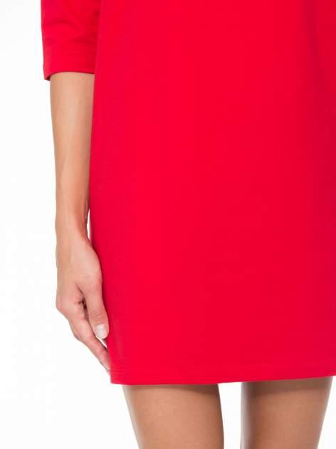 Ciemnoróżowa prosta sukienka z zamkiem z tyłu                                  zdj.                                  6