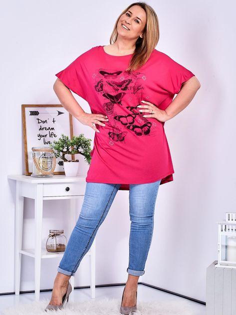 Ciemnoróżowy t-shirt damski w motyle PLUS SIZE                              zdj.                              4