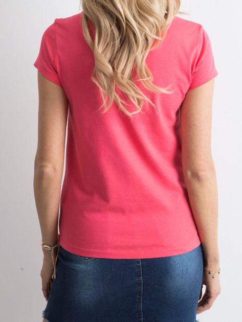 Ciemnoróżowy t-shirt z nadrukiem                              zdj.                              2