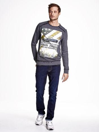 Ciemnoszara bluza męska z nadrukiem i surowym wykończeniem                                  zdj.                                  4
