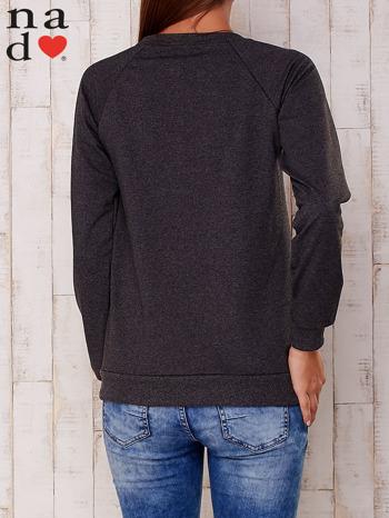 Ciemnoszara bluza z nadrukiem gwiazdy                                  zdj.                                  4