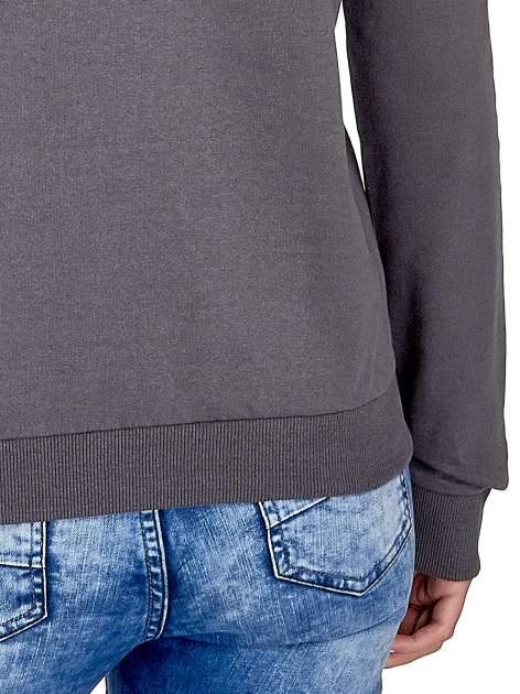 Ciemnoszara klasyczna bluza damska z napisem IN LIFE SIMPLE IS BEST                                  zdj.                                  6