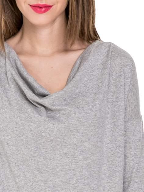 Ciemnoszara melanżowa bawełniana bluzka z dekoltem typu woda                                  zdj.                                  5
