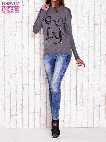 Ciemnoszara melanżowa bluzka z cekinowym napisem                                  zdj.                                  4