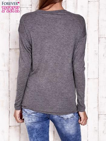 Ciemnoszara melanżowa bluzka z cekinowym napisem                                  zdj.                                  2