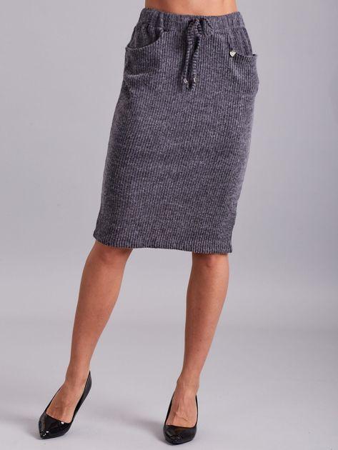 Ciemnoszara prążkowana spódnica z kieszeniami                              zdj.                              1