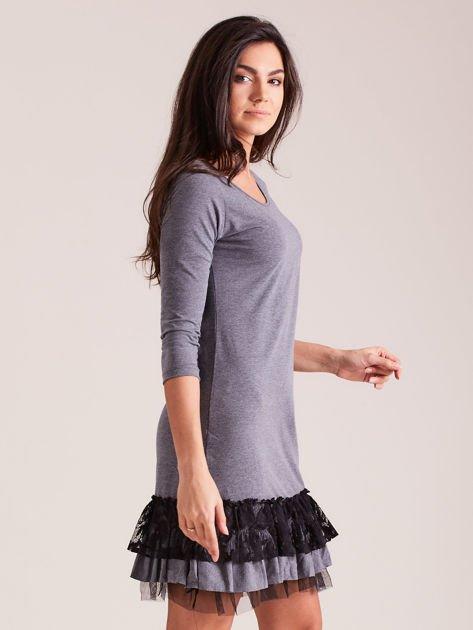 Ciemnoszara sukienka z tiulem i koronkową falbaną                              zdj.                              2