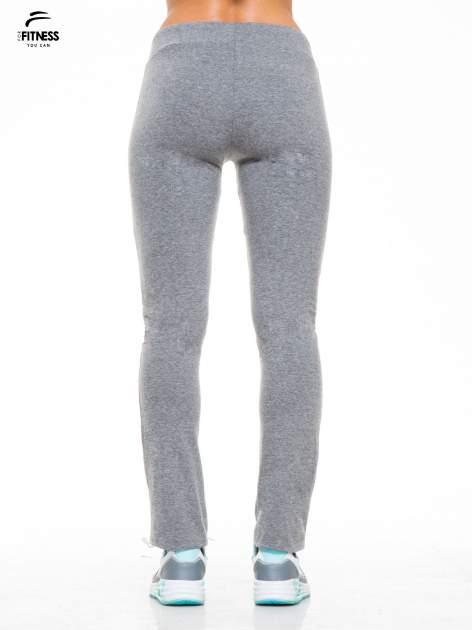 Ciemnoszare proste spodnie dresowe wiązane w pasie                                  zdj.                                  2