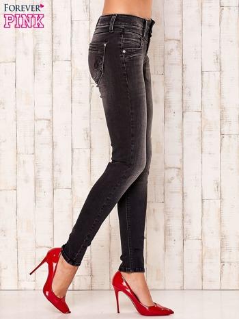 Ciemnoszare przecierane spodnie jeansowe                                  zdj.                                  2