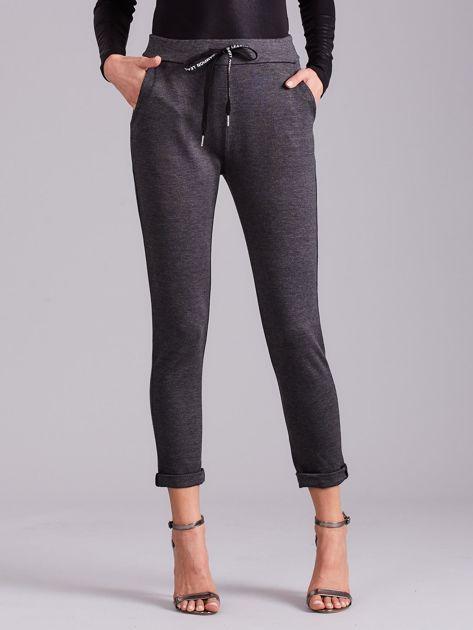 Ciemnoszare spodnie damskie z troczkami                              zdj.                              2