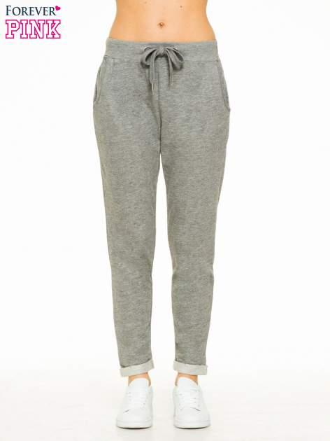 Ciemnoszare spodnie dresowe z wywijanymi nogawkami                                  zdj.                                  1