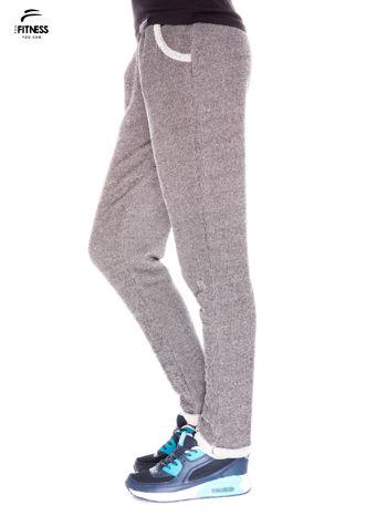Ciemnoszare spodnie dresowe ze zwężaną nogawką zakończoną na dole ściągaczem                                  zdj.                                  2