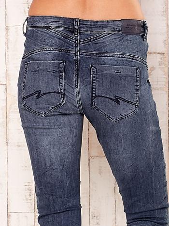 Ciemnoszare spodnie jeansowe z przeszyciami                                  zdj.                                  5