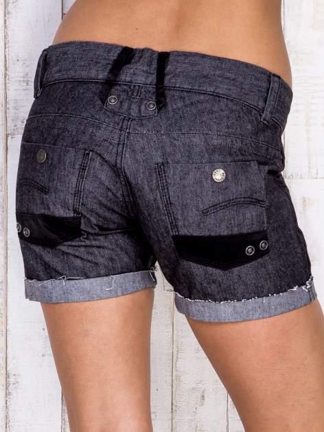Ciemnoszare szorty jeansowe z materiałowymi wstawkami                                  zdj.                                  2