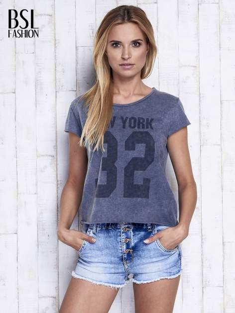 Ciemnoszary dekatyzowany t-shirt z napisem NEW YORK                                  zdj.                                  3
