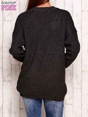 Ciemnoszary fakturowany otwarty sweter                                   zdj.                                  4