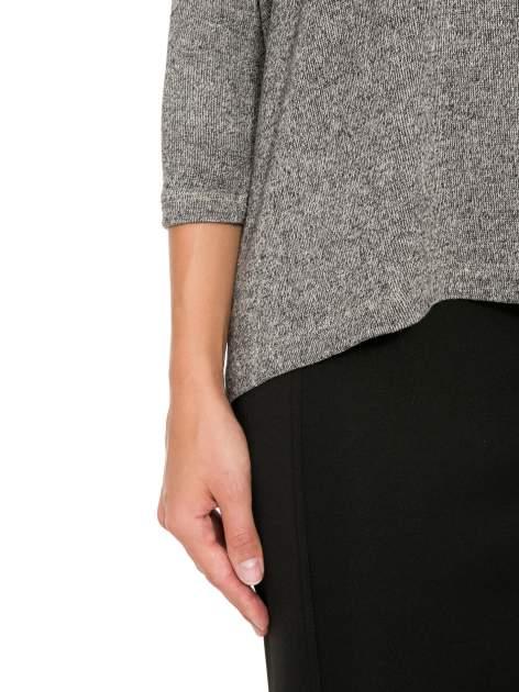 Ciemnoszary melanżowy sweter oversize o obniżonej linii ramion                                  zdj.                                  7