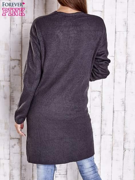 Ciemnoszary otwarty sweter z kieszeniami z przodu                                  zdj.                                  4