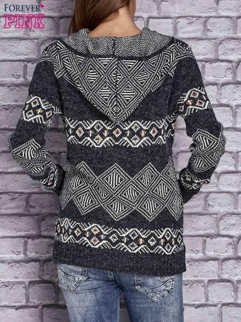 Ciemnoszary sweter w azteckie wzory z kapturem i kieszeniami                                  zdj.                                  4