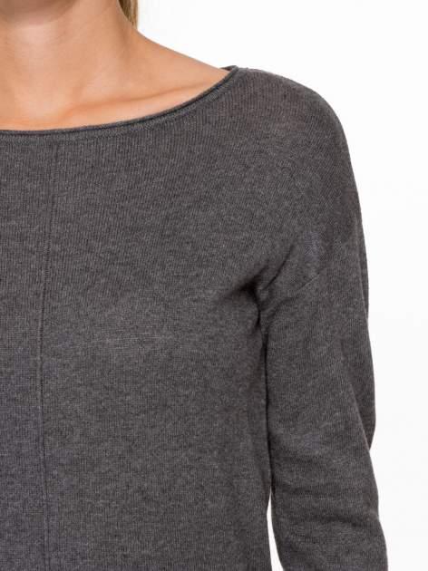 Ciemnoszary sweter z dłuższym tyłem i rozporkami po bokach                                  zdj.                                  6