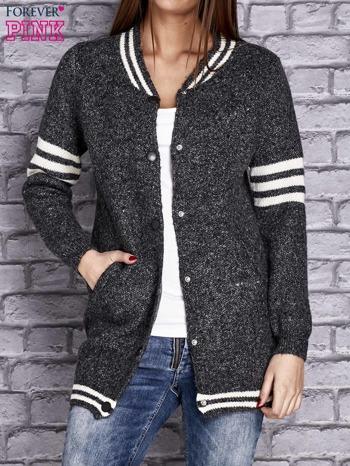 Ciemnoszary sweter z kieszeniami zapinany na zatrzaski                                   zdj.                                  5