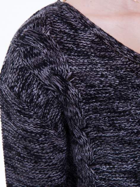 Ciemnoszary sweter z warkoczowym splotem z przodu                                  zdj.                                  7