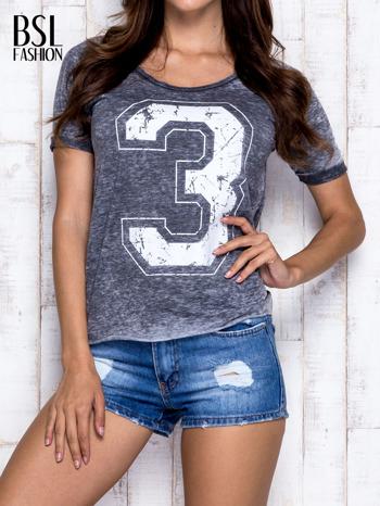 Ciemnoszary t-shirt z cyfrą 3