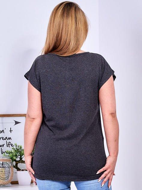 Ciemnoszary t-shirt z printem PLUS SIZE                              zdj.                              2