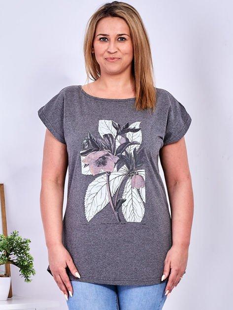 Ciemnoszary t-shirt z roślinnym motywem PLUS SIZE                              zdj.                              1
