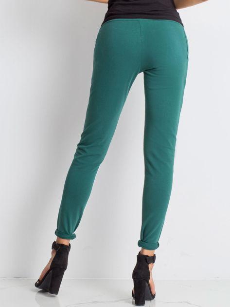 Ciemnozielone spodnie dresowe Defined                              zdj.                              2