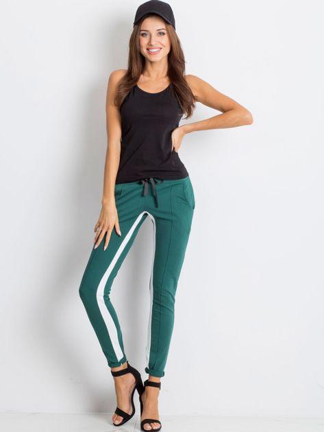 Ciemnozielone spodnie dresowe Defined                              zdj.                              4
