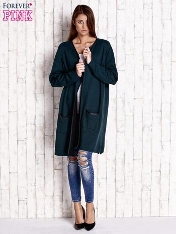 Ciemnozielony otwarty sweter ze skórzaną lamówką                                  zdj.                                  4