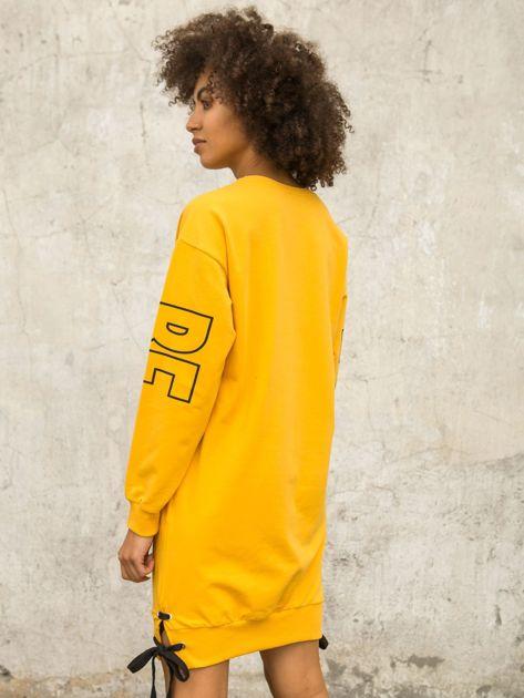 Ciemnożółta dresowa sukienka z nadrukiem                              zdj.                              6