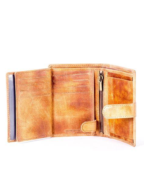 Cieniowany camelowy portfel z tłoczeniem                              zdj.                              6