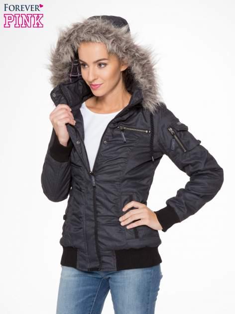Ciepła kurtka zimowa z kapturem wykończonym futerkiem                                  zdj.                                  5