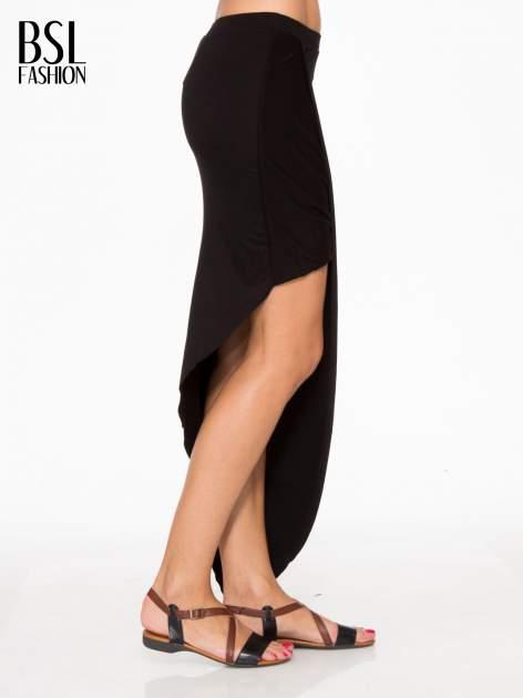 Czarna asymetryczna spódnica maxi z drapowaniem i rozporkiem z boku                                  zdj.                                  3