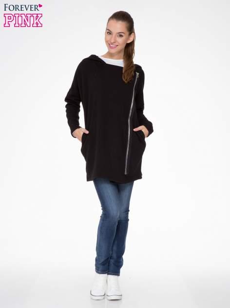 Czarna bluza dresowa z kapturem i suwakiem z boku                                  zdj.                                  2