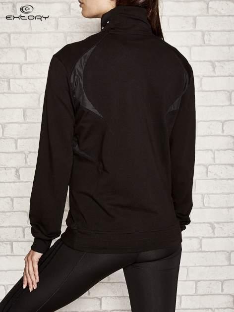 Czarna bluza sportowa fitness ze wstawkami                                  zdj.                                  3